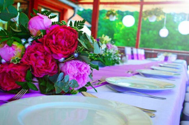 Najlepsze dekoracje na stoły weselne